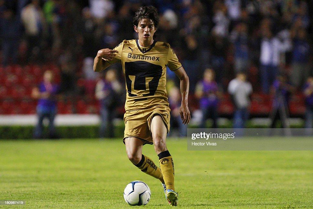 Carlos Orrantia of Pumas drives the ball during a match between Queretaro and Pumas as part of the Copa MX at La Corregidora stadium on September 18, 2013 in Santiago de Queretaro, Mexico.