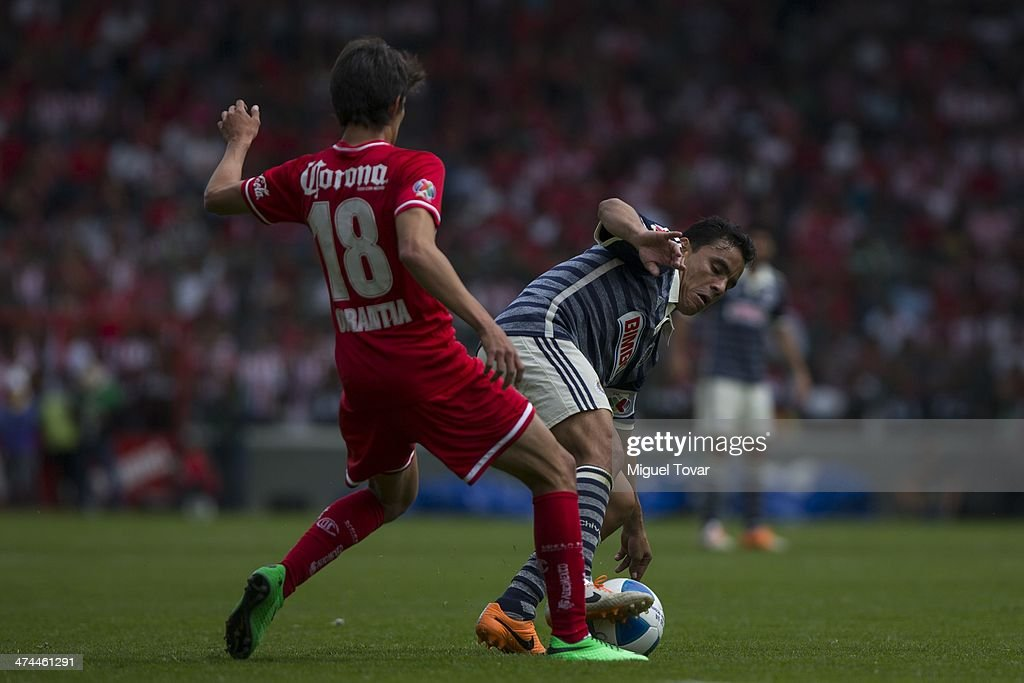 Carlos Orrantia of Toluca fights for the ball with <a gi-track='captionPersonalityLinkClicked' href=/galleries/search?phrase=Omar+Bravo&family=editorial&specificpeople=490964 ng-click='$event.stopPropagation()'>Omar Bravo</a> of Chivas during a match between Toluca and Chivas as part of the eighth round of the Clausura 2014 Liga MX at Nemesio Diez Stadium on February 23, 2014 in Toluca, Mexico.