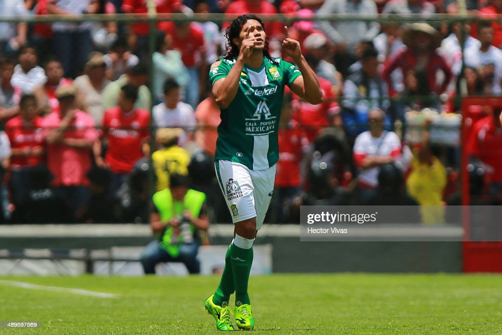 Carlos Pe–ña of Leon celebrates after scoring the opening goal against Toluca during the Semifinal second leg match between Toluca and Leon as part of the Clausura 2014 Liga MX Playoffs at Nemesio Diez Stadium on May 11, 2014 in Toluca, Mexico.