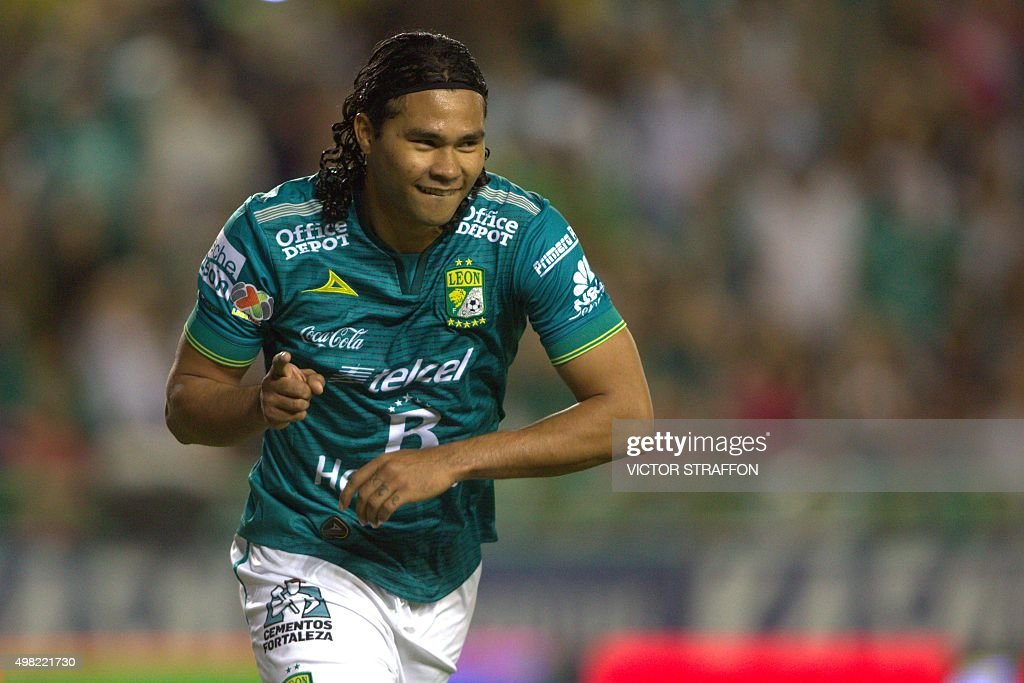 Carlos Pena of Leon celebrates his goal against Dorados during their Mexican Apertura tournament football match at the Nou Camp stadium, on November 21, 2015, in Leon.