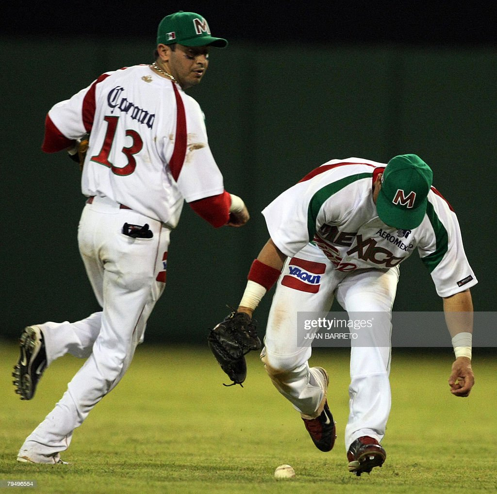 Carlos Riberos (L) and Oscar Robles (R) of Yaquis of Mexico reach for the ball during their Caribbean Series game against Aguilas del Cibao of the Dominican Republic at the Cibao stadium in Santiago de los Caballeros, 150km from Santo Domingo, Dominican Republic, 03 February, 2008. AFP PHOTO/Juan BARRETO