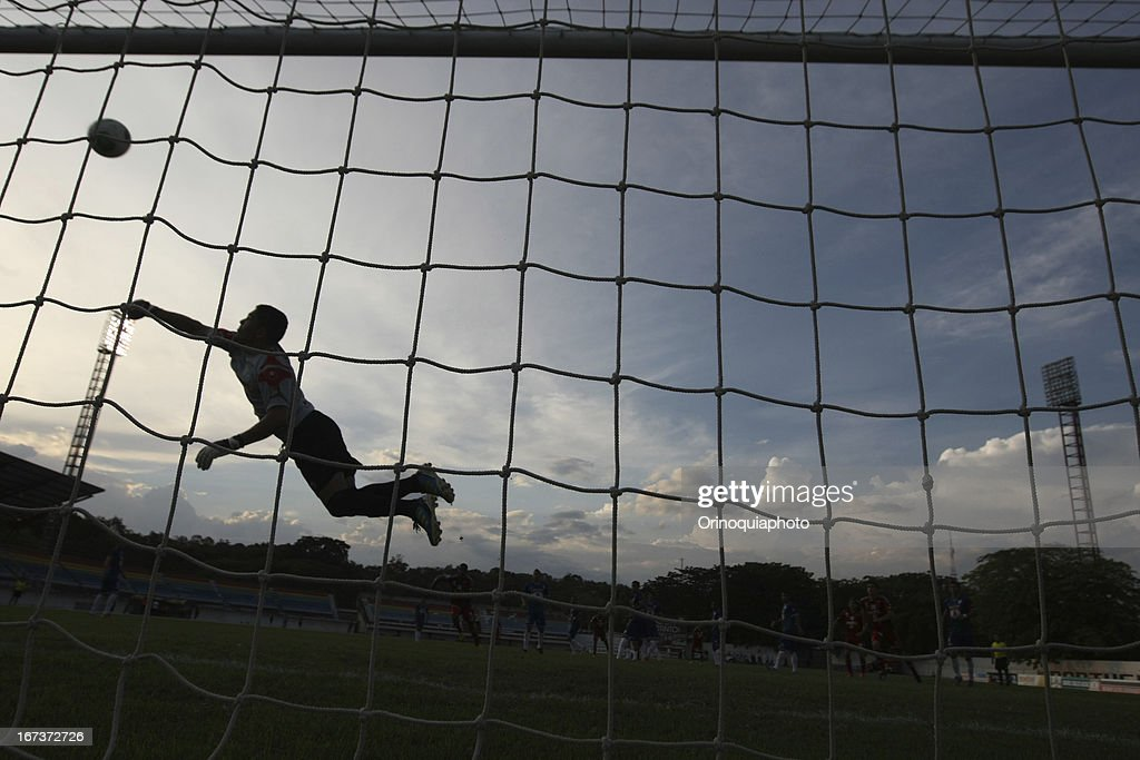 Carlos Salazar goalkeeper of Llaneros de Guanare in action during a match between Llaneros de Guanare and Caracas FC as part of the Clausura Tournament 2013 at the Estadio Olimpico Rafael Calles Pinto on April 24, 2013 in Guanare, Venezuela.