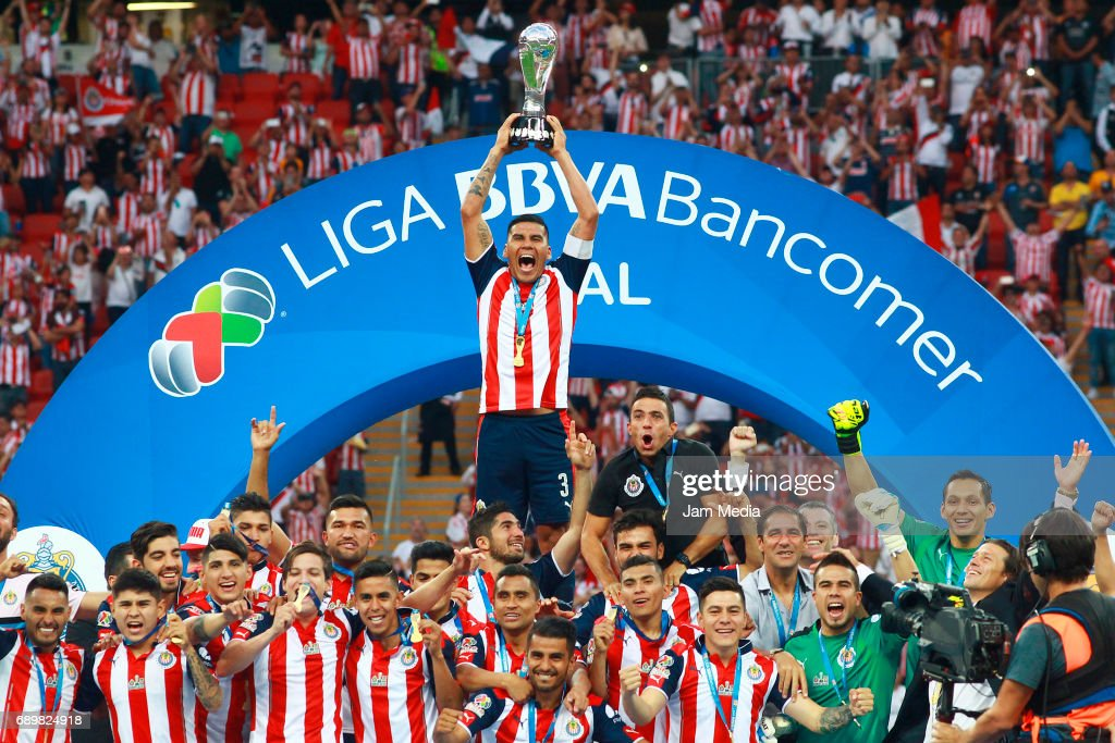 Carlos Salcido of Chivas lifts the champions trophy after winning the Final second leg match between Chivas and Tigres UANL as part of the Torneo Clausura 2017 Liga MX at Chivas Stadium on May 28, 2017 in Zapopan, Mexico.