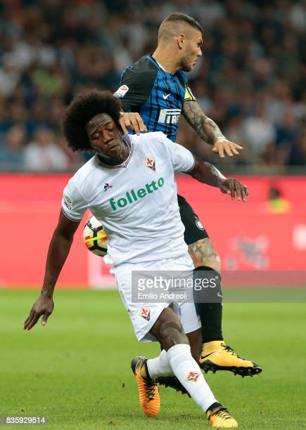 Carlos Sanchez of ACF Fiorentina competes for the ball with Mauro Emanuel Icardi of FC Internazionale Milano during the Serie A match between FC...