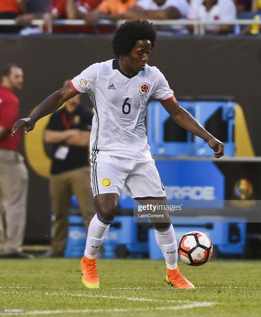 Carlos Sanchez of Colombia controls the ball during a Semifinal match between Colombia and Chile at Soldier Field as part of Copa America Centenario...