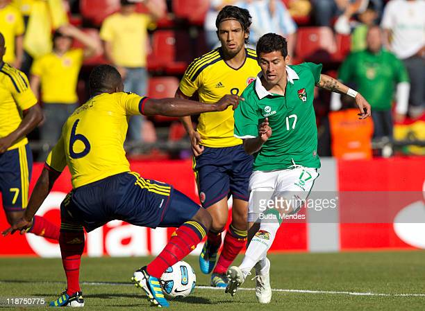 Carlos Sanchez of Colombia struggles for the ball with Juan Carlos Arce of Bolivia during a match as part of Group A of Copa America 2011 at...