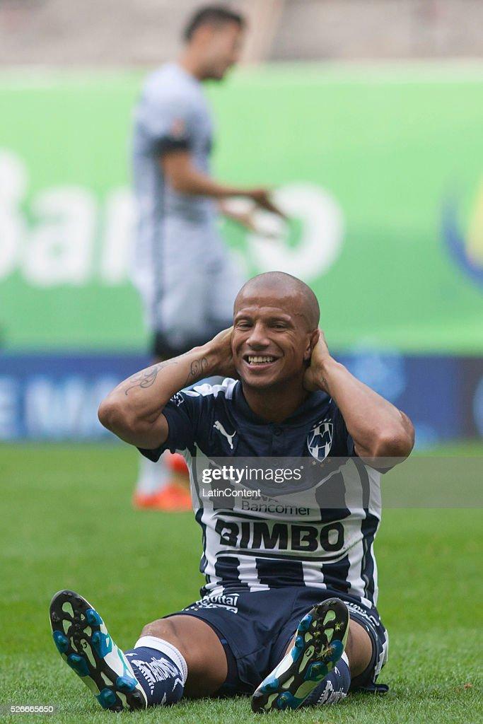 carlos sanchez - photo #34
