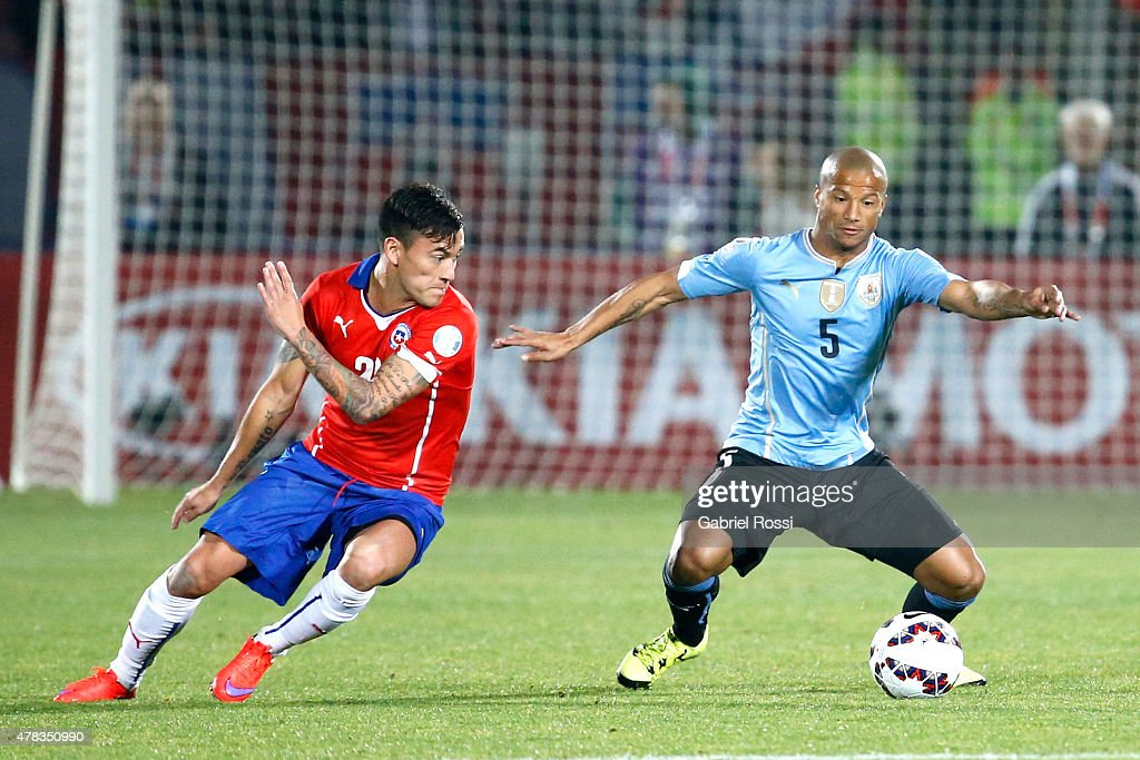 Carlos Sanchez of Uruguay fights for the ball with Charles Aranguiz of Chile during the 2015 Copa America Chile quarter final match between Chile and Uruguay at Nacional Stadium on June 24, 2015 in Santiago, Chile.