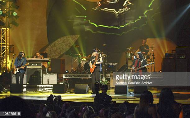 Carlos Santana and Los Lonely Boys perform 'Don't Wanna Lose Your Love'