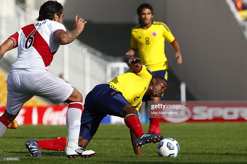 Carlos Sánchez, from Colombia, (R) fights for the ball with Juan Vargas, from Peru, During a quarter final match between Colombia and Peru at Mario Alberto Kempes Stadium on July 16, 2011 in Cordoba, Argentina.