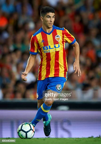 Carlos Soler of Valencia in action during the preseason friendly match between Valencia CF and Atalanta BC at Estadio Mestalla on August 11 2017 in...