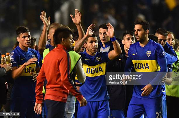 Carlos Tevez and his teammates celebrate after winning a second leg match between Boca Juniors and Cerro Porteno as part of round of sixteen of Copa...