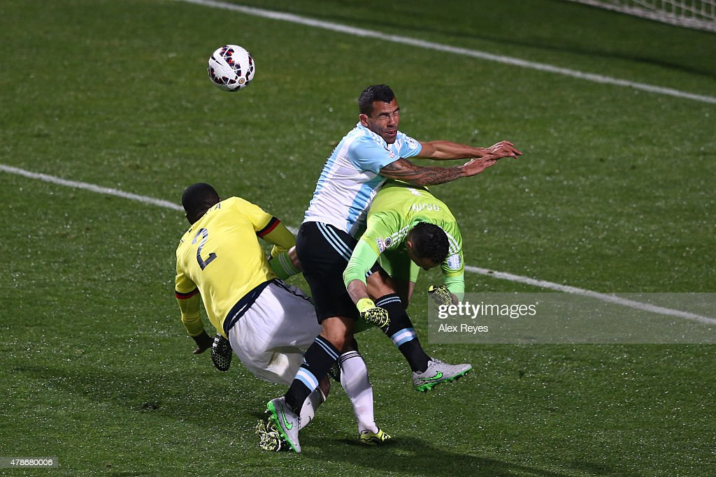 <a gi-track='captionPersonalityLinkClicked' href=/galleries/search?phrase=Carlos+Tevez&family=editorial&specificpeople=220555 ng-click='$event.stopPropagation()'>Carlos Tevez</a> of Argentina clashes with <a gi-track='captionPersonalityLinkClicked' href=/galleries/search?phrase=David+Ospina&family=editorial&specificpeople=4104267 ng-click='$event.stopPropagation()'>David Ospina</a> of Colombia and <a gi-track='captionPersonalityLinkClicked' href=/galleries/search?phrase=Cristian+Zapata&family=editorial&specificpeople=854055 ng-click='$event.stopPropagation()'>Cristian Zapata</a> of Colombia during the 2015 Copa America Chile quarter final match between Argentina and Colombia at Sausalito Stadium on June 26, 2015 in Viña del Mar, Chile.