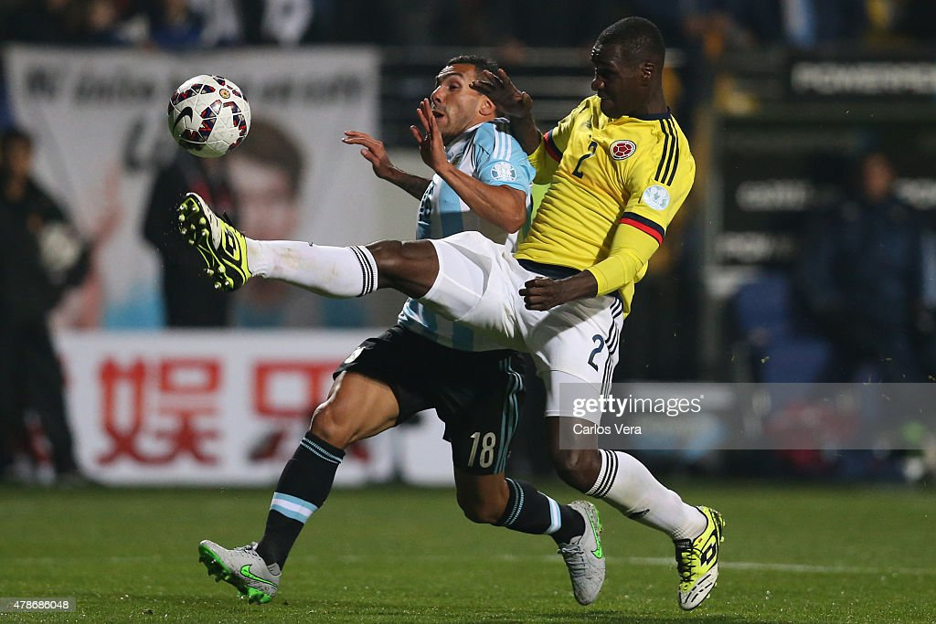 <a gi-track='captionPersonalityLinkClicked' href=/galleries/search?phrase=Carlos+Tevez&family=editorial&specificpeople=220555 ng-click='$event.stopPropagation()'>Carlos Tevez</a> of Argentina fights for the ball with <a gi-track='captionPersonalityLinkClicked' href=/galleries/search?phrase=Cristian+Zapata&family=editorial&specificpeople=854055 ng-click='$event.stopPropagation()'>Cristian Zapata</a> of Colombia during the 2015 Copa America Chile quarter final match between Argentina and Colombia at Sausalito Stadium on June 26, 2015 in Viña del Mar, Chile.