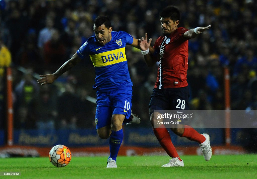 <a gi-track='captionPersonalityLinkClicked' href=/galleries/search?phrase=Carlos+Tevez&family=editorial&specificpeople=220555 ng-click='$event.stopPropagation()'>Carlos Tevez</a> of Boca Juniors and Marcos Riveros of Cerro fight for the ball during a second leg match between Boca Juniors and Cerro Porteno as part of round of sixteen of Copa Bridgestone Libertadores 2016 at Alberto J Armando Stadium on May 05, 2016 in Buenos Aires, Argentina.