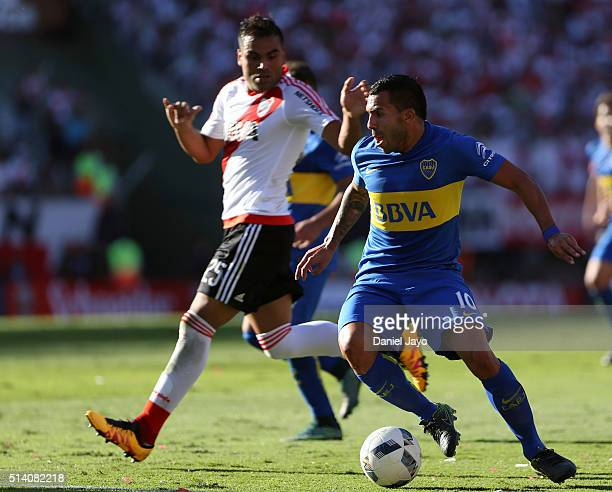 Carlos Tevez of Boca Juniors dribbles past Gabriel Mercado of River Plate during a match between River Plate and Boca Juniors as part of sixth round...