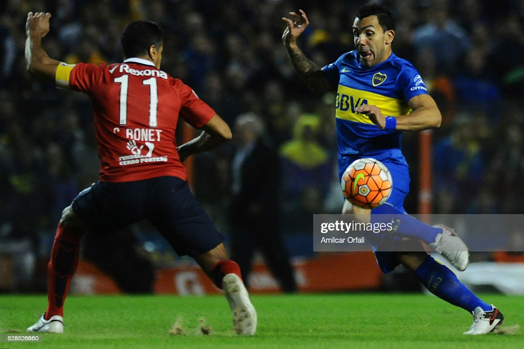<a gi-track='captionPersonalityLinkClicked' href=/galleries/search?phrase=Carlos+Tevez&family=editorial&specificpeople=220555 ng-click='$event.stopPropagation()'>Carlos Tevez</a> of Boca Juniors fights for the ball with <a gi-track='captionPersonalityLinkClicked' href=/galleries/search?phrase=Carlos+Bonet&family=editorial&specificpeople=567527 ng-click='$event.stopPropagation()'>Carlos Bonet</a> of Cerro Porteno during a second leg match between Boca Juniors and Cerro Porteno as part of round of sixteen of Copa Bridgestone Libertadores 2016 at Alberto J Armando Stadium on May 05, 2016 in Buenos Aires, Argentina.