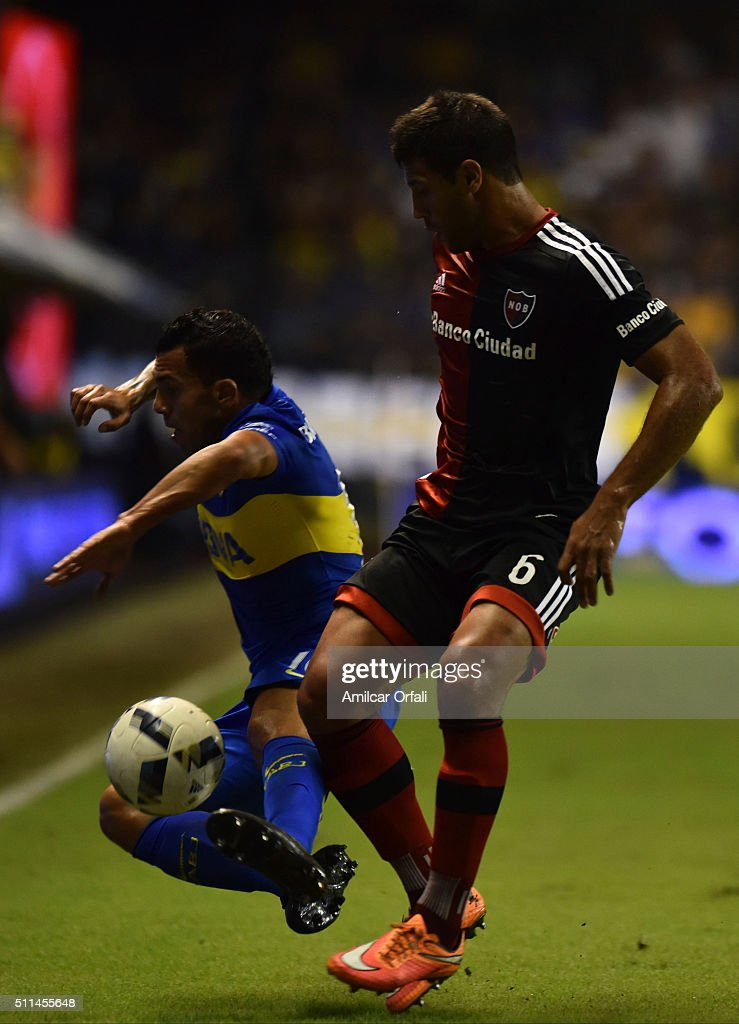 <a gi-track='captionPersonalityLinkClicked' href=/galleries/search?phrase=Carlos+Tevez&family=editorial&specificpeople=220555 ng-click='$event.stopPropagation()'>Carlos Tevez</a>, of Boca Juniors (L) fights for the ball with <a gi-track='captionPersonalityLinkClicked' href=/galleries/search?phrase=Sebastian+Dominguez&family=editorial&specificpeople=2474032 ng-click='$event.stopPropagation()'>Sebastian Dominguez</a> (R) of Newell's during the 4th round match between Boca Juniors and Newell's Old Boys as part of the Torneo Transicion 2016 at Alberto J Armando Stadium on February 20, 2016 in Buenos Aires, Argentina.