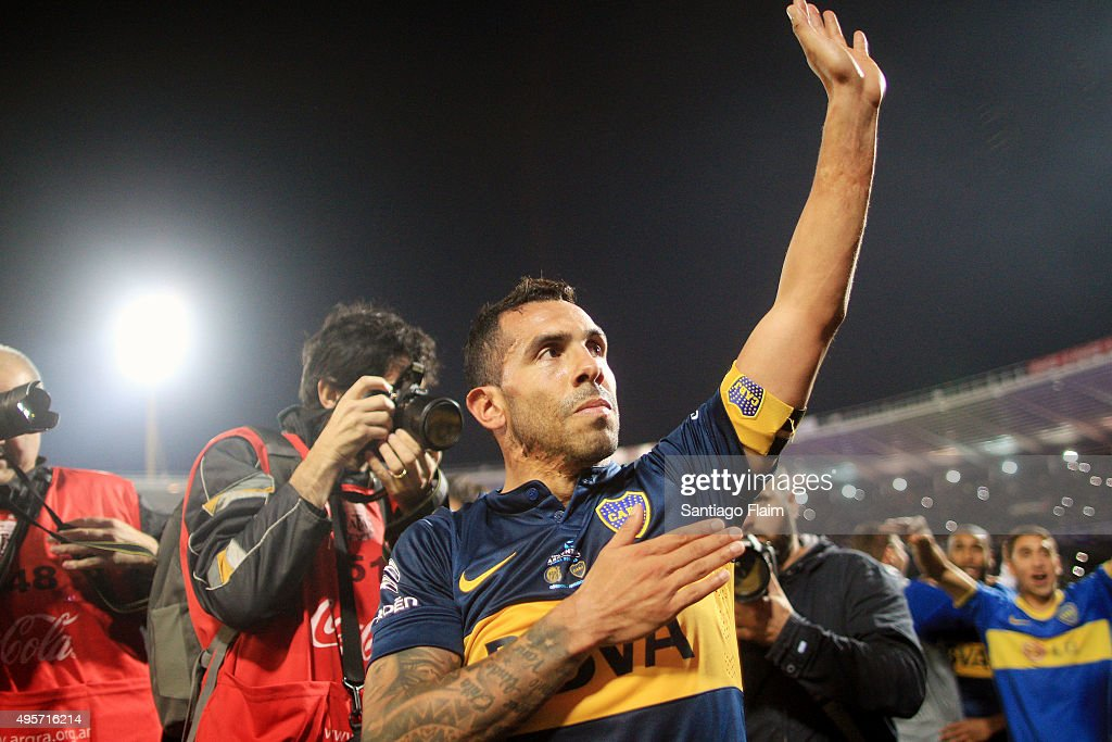 <a gi-track='captionPersonalityLinkClicked' href=/galleries/search?phrase=Carlos+Tevez&family=editorial&specificpeople=220555 ng-click='$event.stopPropagation()'>Carlos Tevez</a> of Boca Juniors greets the fans after winning a final match between Boca Juniors and Rosario Central as part of Copa Argentina 2015 at Mario Alberto Kempes Stadium on November 04, 2015 in Cordoba, Argentina.
