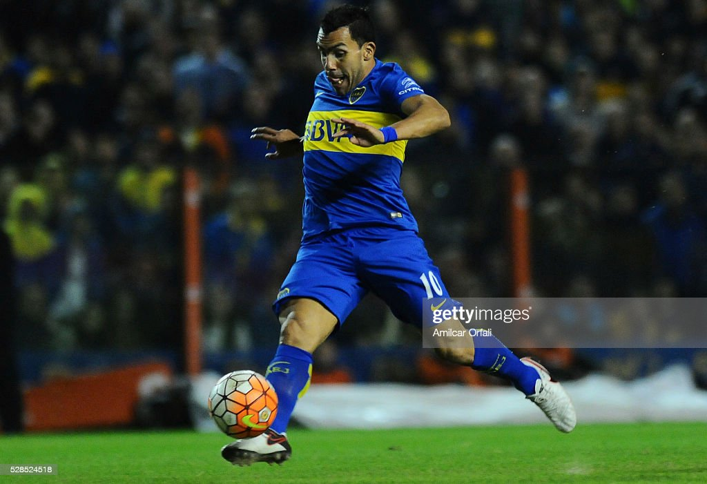 <a gi-track='captionPersonalityLinkClicked' href=/galleries/search?phrase=Carlos+Tevez&family=editorial&specificpeople=220555 ng-click='$event.stopPropagation()'>Carlos Tevez</a> of Boca Juniors kicks the ball during a second leg match between Boca Juniors and Cerro Porteno as part of round of sixteen of Copa Bridgestone Libertadores 2016 at Alberto J Armando Stadium on May 05, 2016 in Buenos Aires, Argentina.