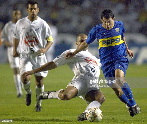 Carlos Tevez of Boca Juniors of Argentina battles for the ball with Alex of the Santos of Brazil 02 July 2003 during the second half of their...