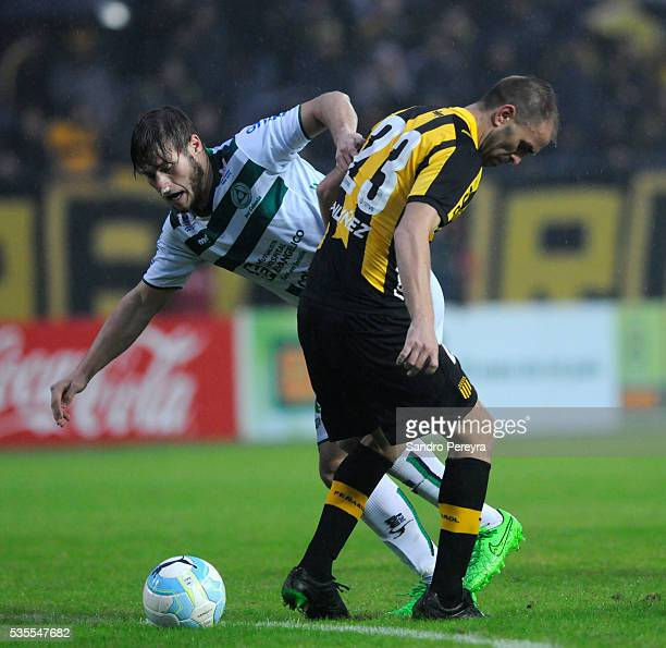 Carlos Valdez of Penarol and German Rivero of Plaza Colonia fight for the ball during a match between Penarol and Plaza Colonia as part of Campeonato...