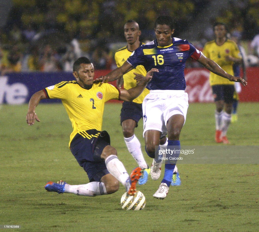 Carlos Valdés of Colombia fights for the ball with <a gi-track='captionPersonalityLinkClicked' href=/galleries/search?phrase=Antonio+Valencia&family=editorial&specificpeople=543830 ng-click='$event.stopPropagation()'>Antonio Valencia</a> of Ecuador during a match between Colombia and Ecuador as part of the South American Qualifiers for the FIFA's World Cup Brazil 2014 at the Metroplitano Roberto Melendez Stadium on September 6, 2013 in Barranquilla, Colombia.