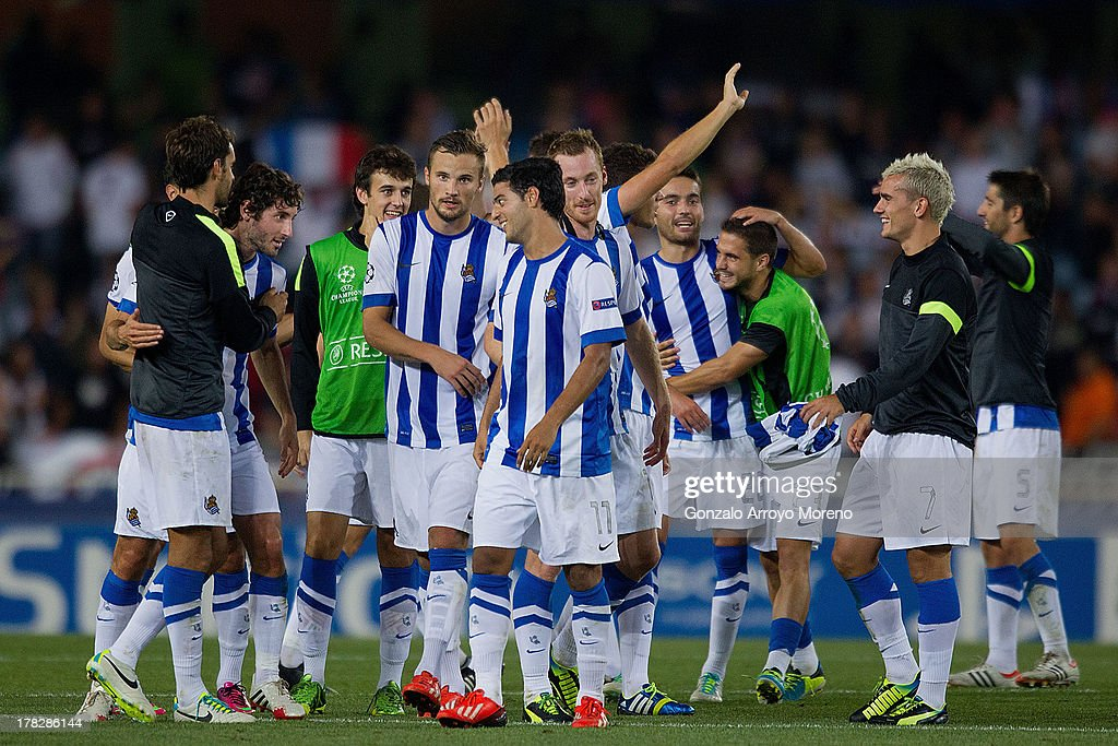 <a gi-track='captionPersonalityLinkClicked' href=/galleries/search?phrase=Carlos+Vela&family=editorial&specificpeople=2217707 ng-click='$event.stopPropagation()'>Carlos Vela</a> of Real Sociedad celebrates with his teammates as <a gi-track='captionPersonalityLinkClicked' href=/galleries/search?phrase=Esteban+Granero&family=editorial&specificpeople=4346782 ng-click='$event.stopPropagation()'>Esteban Granero</a> (2nd L) acknolwedges the fans after the UEFA Champions League Play-offs second leg match between Real Sociedad and Olympique Lyonnais at Estadio Anoeta on August 28, 2013 in San Sebastian, Spain.