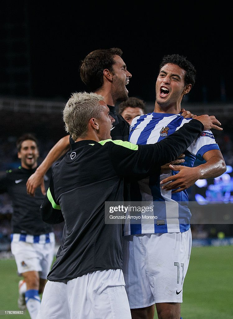 <a gi-track='captionPersonalityLinkClicked' href=/galleries/search?phrase=Carlos+Vela&family=editorial&specificpeople=2217707 ng-click='$event.stopPropagation()'>Carlos Vela</a> of Real Sociedad celebrates with teammates scoring their second goal during the UEFA Champions League Play-offs second leg match between Real Sociedad and Olympique Lyonnais at Estadio Anoeta on August 28, 2013 in San Sebastian, Spain.