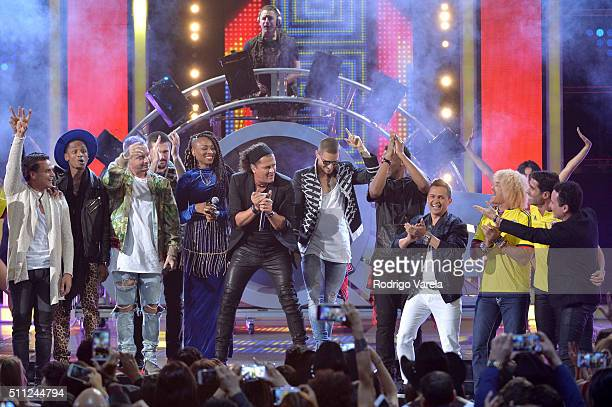 Carlos Vives performs onstage during Univision's 28th Edition of Premio Lo Nuestro A La Musica Latina on February 18 2016 in Miami Florida