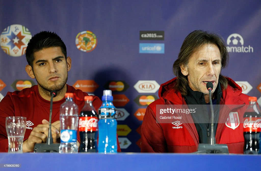 <a gi-track='captionPersonalityLinkClicked' href=/galleries/search?phrase=Carlos+Zambrano&family=editorial&specificpeople=203225 ng-click='$event.stopPropagation()'>Carlos Zambrano</a> of Peru and <a gi-track='captionPersonalityLinkClicked' href=/galleries/search?phrase=Ricardo+Gareca&family=editorial&specificpeople=5762763 ng-click='$event.stopPropagation()'>Ricardo Gareca</a>, coach of Peru, talk during a press conference prior to the semi final match against Chile at Nacional Stadium as part of 2015 Copa America Chile on June 28, 2015 in Santiago, Chile.