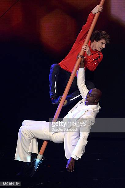 Carlos Zaspel performs with Bruce Darnell during the finals of the tv show 'Das Supertalent' at MMC studios on December 17 2016 in Cologne Germany