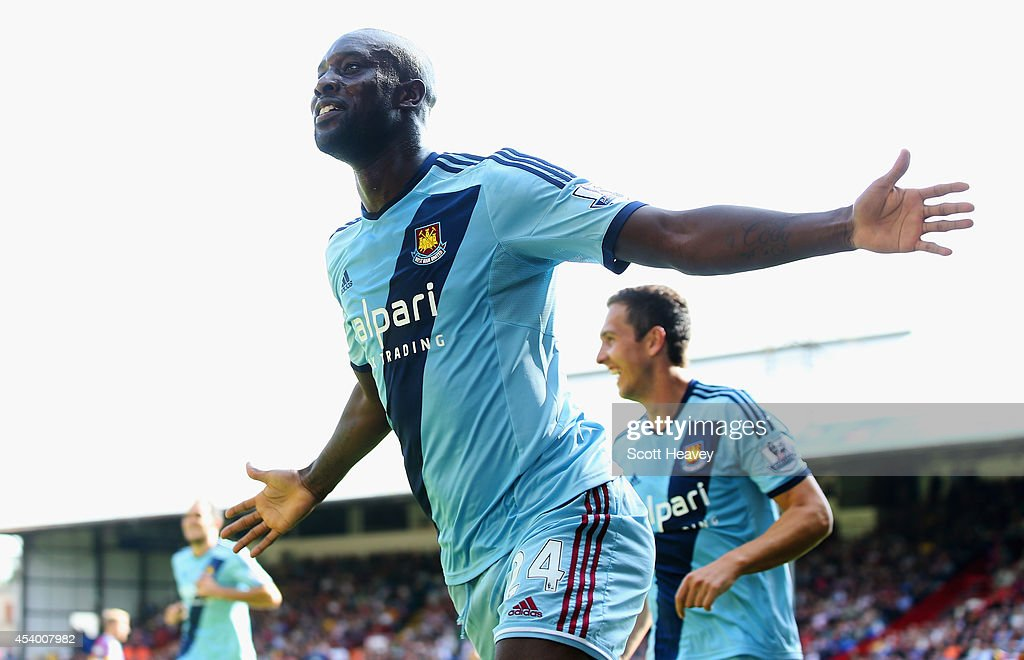 <a gi-track='captionPersonalityLinkClicked' href=/galleries/search?phrase=Carlton+Cole&family=editorial&specificpeople=215313 ng-click='$event.stopPropagation()'>Carlton Cole</a> of West Ham celebrates scoring his team's third goal during the Barclays Premier League match between Crystal Palace and West Ham United at Selhurst Park on August 23, 2014 in London, England.
