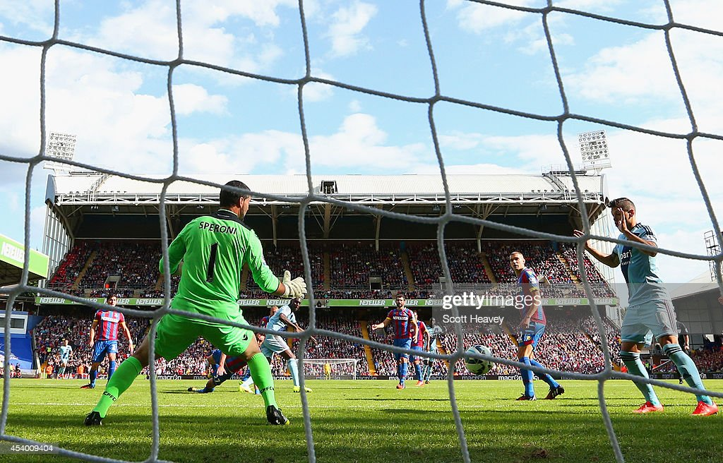 <a gi-track='captionPersonalityLinkClicked' href=/galleries/search?phrase=Carlton+Cole&family=editorial&specificpeople=215313 ng-click='$event.stopPropagation()'>Carlton Cole</a> of West Ham scores past Julian Speroni of Crystal Palace during the Barclays Premier League match between Crystal Palace and West Ham United at Selhurst Park on August 23, 2014 in London, England.