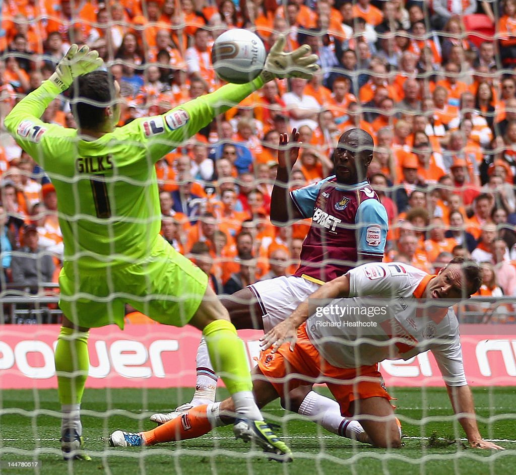 <a gi-track='captionPersonalityLinkClicked' href=/galleries/search?phrase=Carlton+Cole&family=editorial&specificpeople=215313 ng-click='$event.stopPropagation()'>Carlton Cole</a> of West Ham scores the opening goal during the npower Championship Playoff Final between West Ham United and Blackpool at Wembley Stadium on May 19, 2012 in London, England. Alternate crop of #144780219