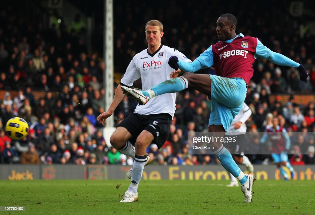 <a gi-track='captionPersonalityLinkClicked' href=/galleries/search?phrase=Carlton+Cole&family=editorial&specificpeople=215313 ng-click='$event.stopPropagation()'>Carlton Cole</a> of West Ham United beats <a gi-track='captionPersonalityLinkClicked' href=/galleries/search?phrase=Brede+Hangeland&family=editorial&specificpeople=618174 ng-click='$event.stopPropagation()'>Brede Hangeland</a> of Fulham (L) to score their third goal during the Barclays Premier League match between Fulham and West Ham United at Craven Cottage on December 26, 2010 in London, England.