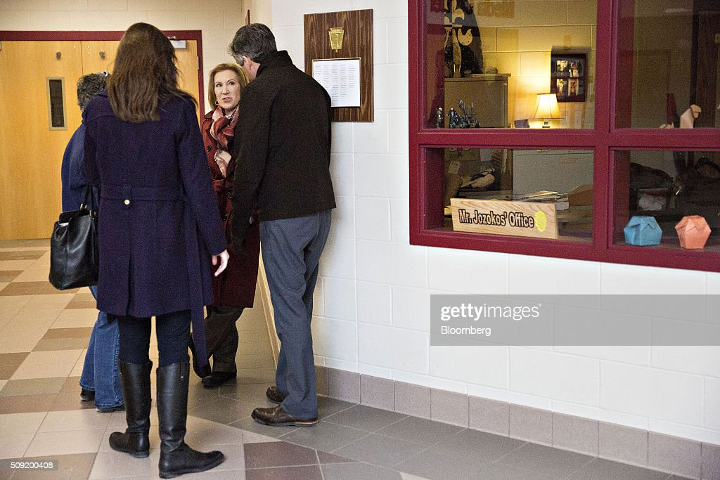 Carly Fiorina, former chairman and chief executive officer of Hewlett-Packard Co. and 2016 Republican presidential candidate, center, speaks with her staff after visiting a polling station in Bedford, New Hampshire, U.S., on Tuesday, Feb. 9, 2016. Voters in New Hampshire took to the polls today in the nation's first primary in the U.S. presidential race. Photographer: Daniel Acker/Bloomberg via Getty Images