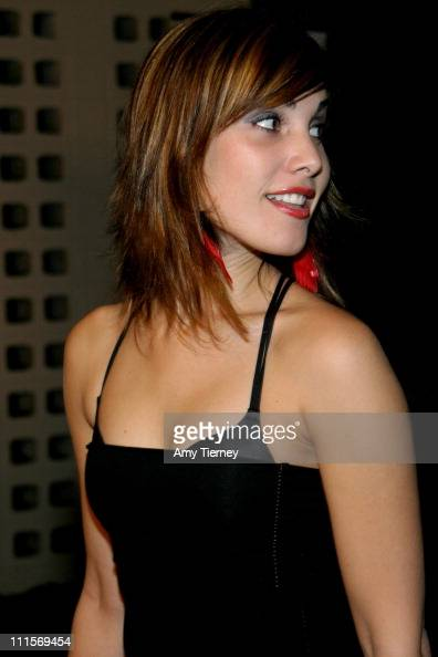 Carly Pope Nude Photos 10