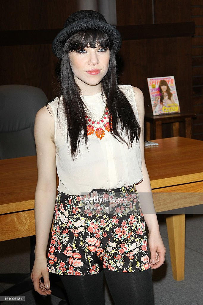 Carly Rae Jepsen attends Seventeen's Magazine signing and pretty amazing casting call held at Barnes & Noble bookstore at The Grove on February 8, 2013 in Los Angeles, California.