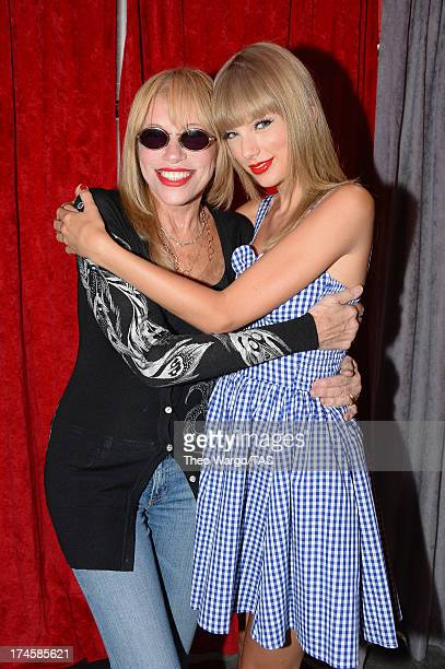 Carly Simon joined Taylor Swift backstage tonight at Gillette Stadium in Foxborough Mass in front of a soldout crowd of more than 55000 fans for a...