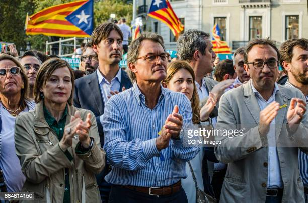 Carme Forcadell Artur Mas and Josep Rull applaud interventions that occur on stage About 450000 people have been focused to support the Government...
