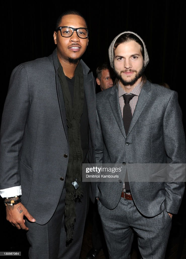 ¿Cuánto mide Ashton Kutcher? - Real height Carmelo-anthony-and-ashton-kutcher-attend-gqs-gentlemens-ball-by-picture-id130567064