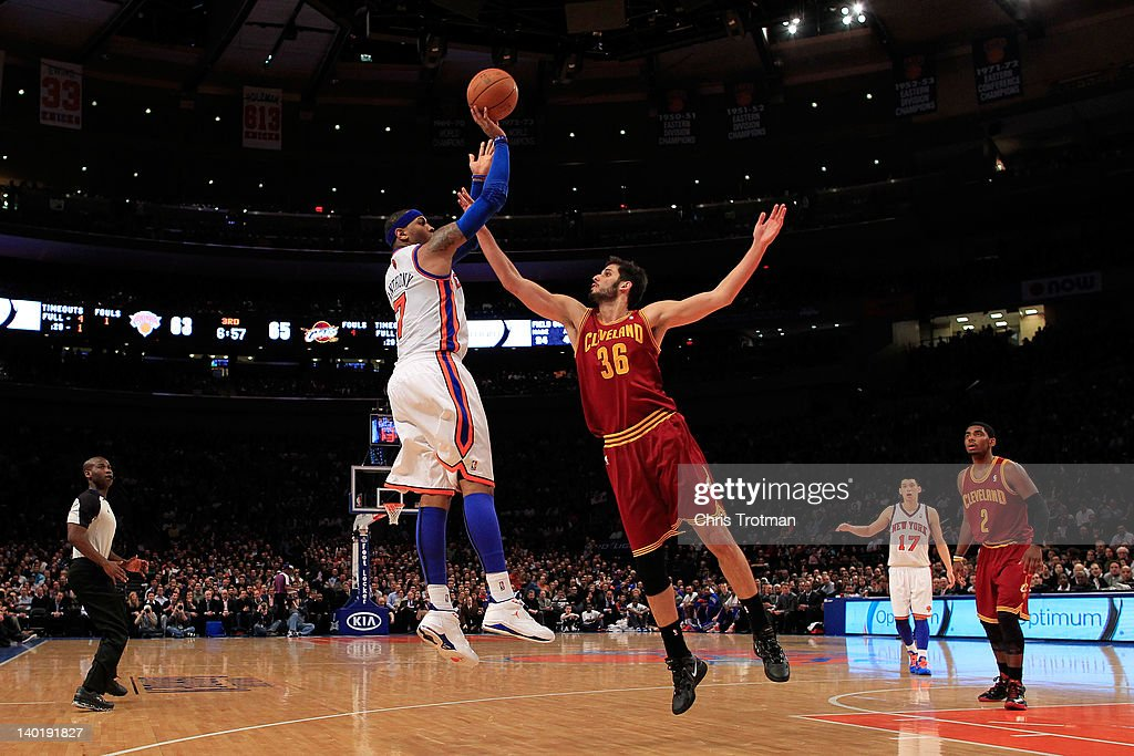 Carmelo Anthony #7 of the New York Knicks shoots the ball over Omri Casspi #36 of the Cleveland Cavaliers at Madison Square Garden on February 29, 2012 in New York City.