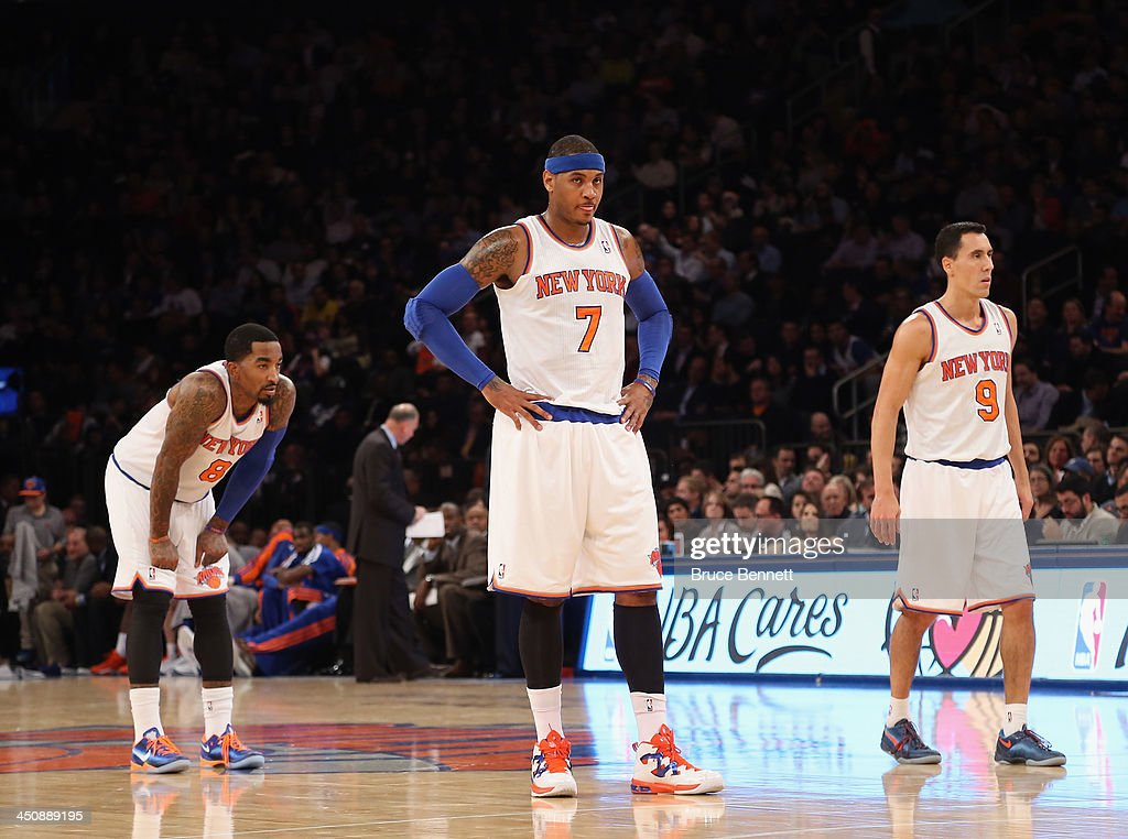 Carmelo Anthony #7 of the New York Knicks waits to take a foul shot against the Indiana Pacers during the first half at Madison Square Garden on November 20, 2013 in New York City.