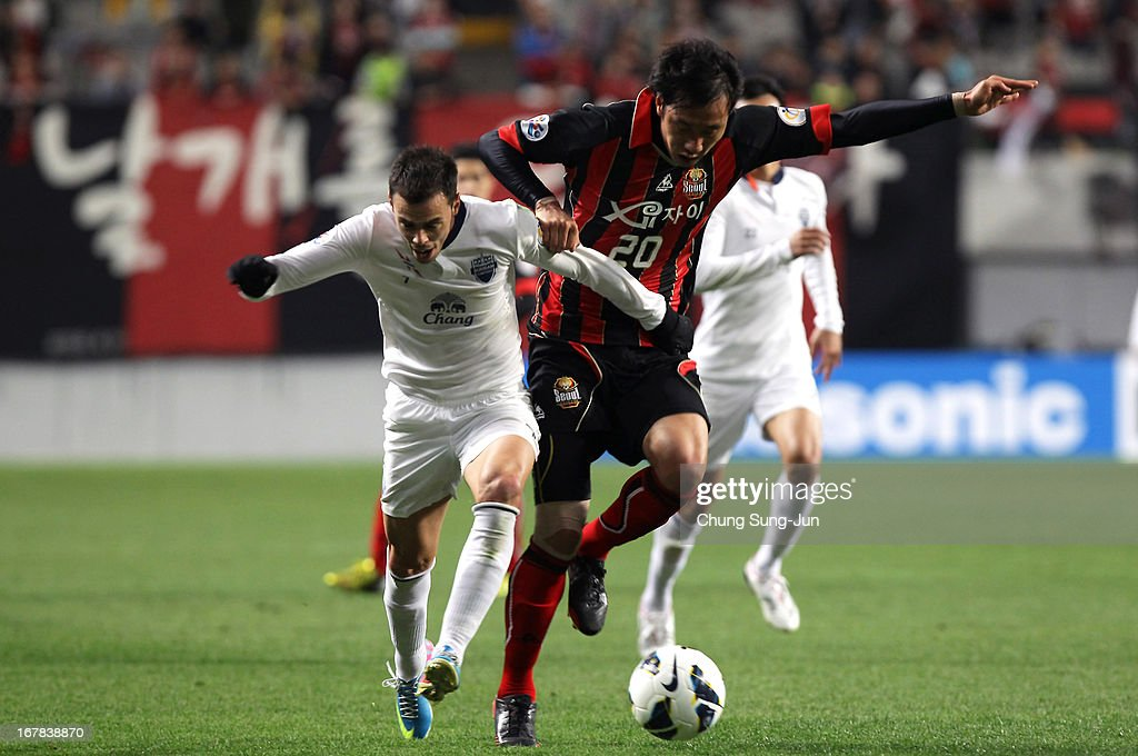 Carmelo Jose Gonzalez Jimenez of Buriram United tussles for possession with Han Tae-You of FC Seoul during the AFC Champions League Group E match between FC Seoul and Buriram United at Seoul World Cup Stadium on May 1, 2013 in Seoul, South Korea.