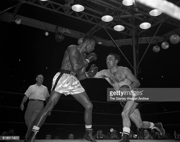 Carmen Basilio delivers a right punch to the body of Sugar Ray Robinson Carmen Basilio would go on to win the middleweight title in the 15 round...