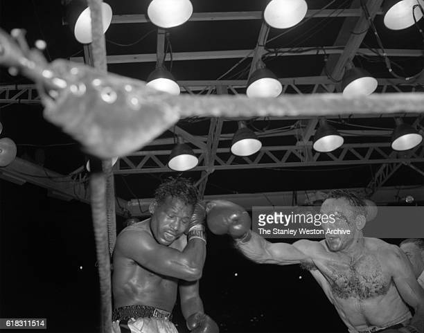 Carmen Basilio delivers a right punch to the head of Sugar Ray Robinson Carmen Basilio would go on to win the middleweight title in the 15 round...