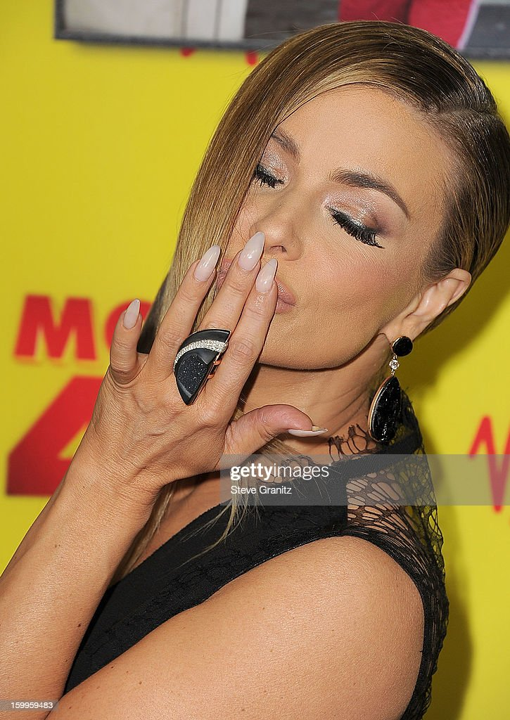 Carmen Electra arrives at the 'Movie 43' - Los Angeles Premiere at Grauman's Chinese Theatre on January 23, 2013 in Hollywood, California.