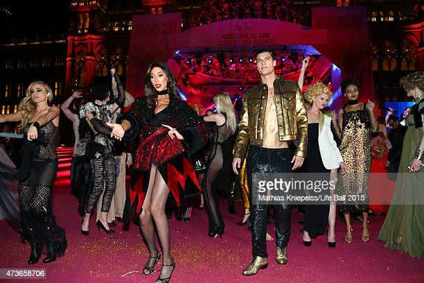 Carmen Electra Yasmine Petty and artists celebrate after the Life Ball 2015 show at City Hall on May 16 2015 in Vienna Austria