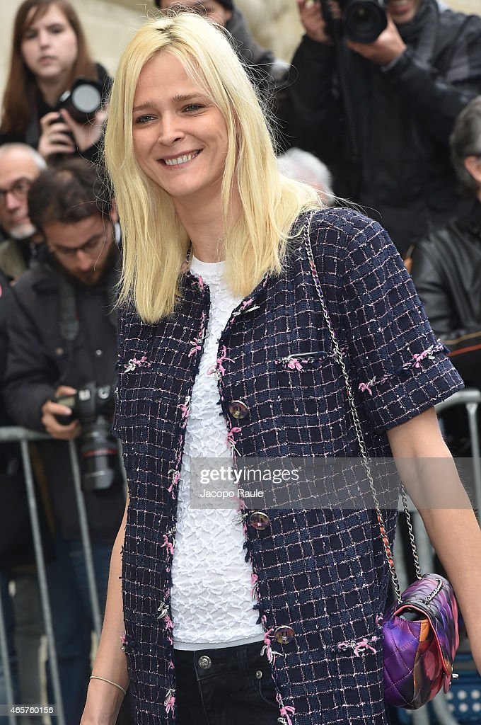 Carmen Kass arrives at Chanel Fashion Show during Paris Fashion Week Fall Winter 2015/2016 on March 10 2015 in Paris France